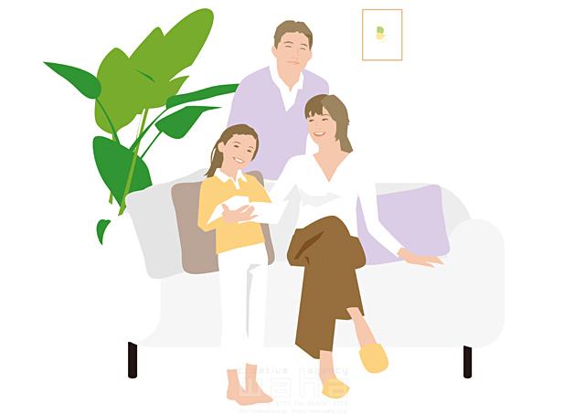 イラスト&写真のストックフォトwaha(ワーハ) 人、人々、女性、男性、大人、家族、お父さん、お母さん、奥さん、親子、子供、女の子、小学生、家、住宅、部屋、室内、リビング、ソファ、憩い、安らぎ、リラックス、笑顔、記念写真、観葉植物、絆、繋がり、生活、日常、暮らし 都筑 みなみ 19-2498cv